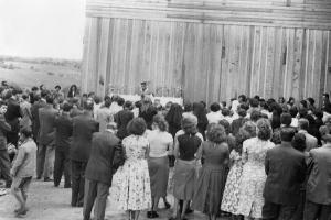 Aqui você confere a primeira missa realizado no colégio estadual São Luiz pelo frei Cássio de Lima em 1956