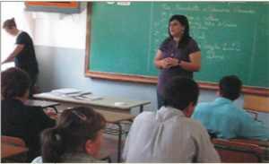 Diretoras explanam aos pais seus projetos para a revitalição do educandário