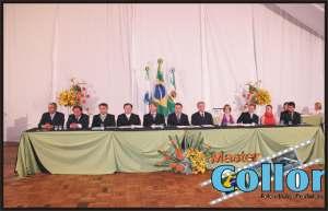 Mesa composta pelo novo Executivo e Legislativo de Clevelândia