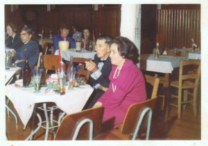 olha lá nas mesas ao lado,nessa primeira parece ser o Zé Piaza,lá atrás a Ivanilde e o Euclides Zampieri