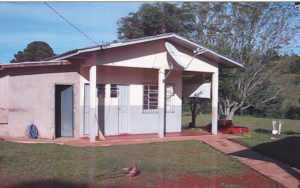 prédio onde fica sala dos professores, biblioteca, computadores